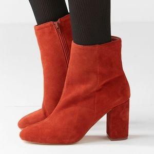 UO Sloane steamed suede rust  ankle boots 8
